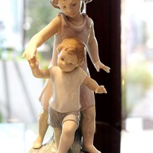Lladro Let Me Help You available at Albert F. Rhodes Jewelery