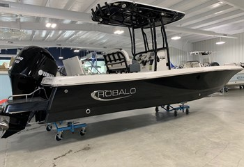 2021 Robalo 246 Cayman Deepwater Black  Boat
