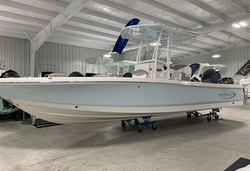 2020 Robalo 246 Cayman Ice Blue/White #K0129 Boat
