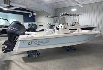 2021 Robalo 206 Cayman Ice Blue/White Boat