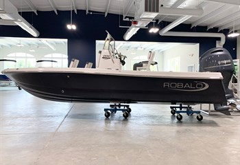 2021 Robalo 206 Cayman Shark Gray  Boat
