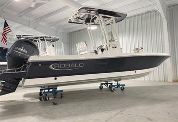 2021 Robalo 226 Cayman Shark Gray  Boat