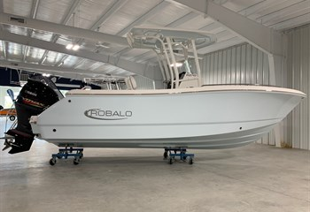 2021 Robalo R230 Ice Blue  Boat