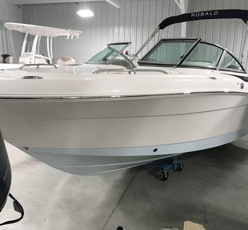 2019 Robalo R227 New Boat