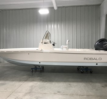 2018 Robalo R226 Ice Blue Bottom New Boat