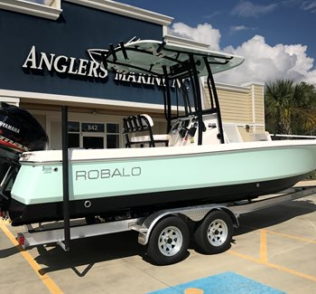2019 Robalo R246 Cayman Sea Foam Green/Black liquid-unknown-field [type] Boat